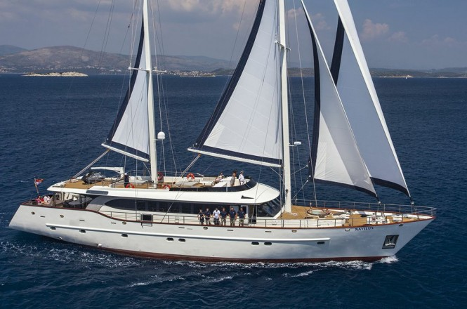 Sailing yacht NAVILUX -  Main